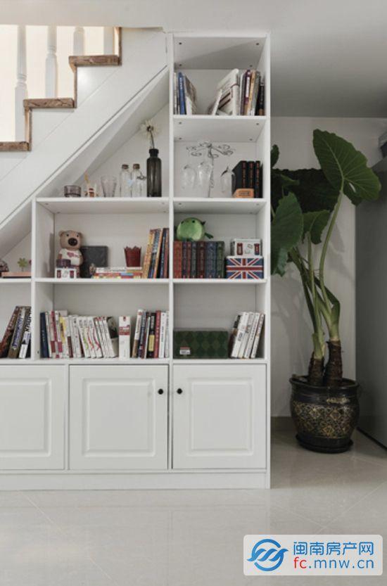 > 原木时尚装修 打造简约个性小复式           设计重点:实木楼梯