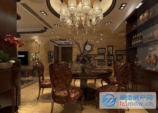 设计上,客厅大理石饰面的电视背景配以浅米黄色的墙面砖,凸显温馨