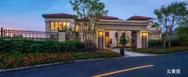 新中式别墅院落建筑风格,是古典与现代的结合体,多变造型,处处渗透