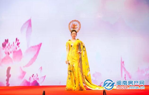 新中式风格模特走秀拉开晚宴大幕